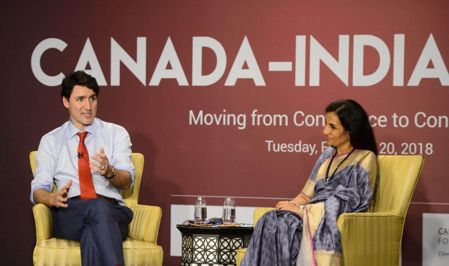 Le premier ministre Justin Trudeau et la présidente-directrice générale de la Société indienne de crédit et d'investissements, Chanda Kochhar, à Mumbai mardi