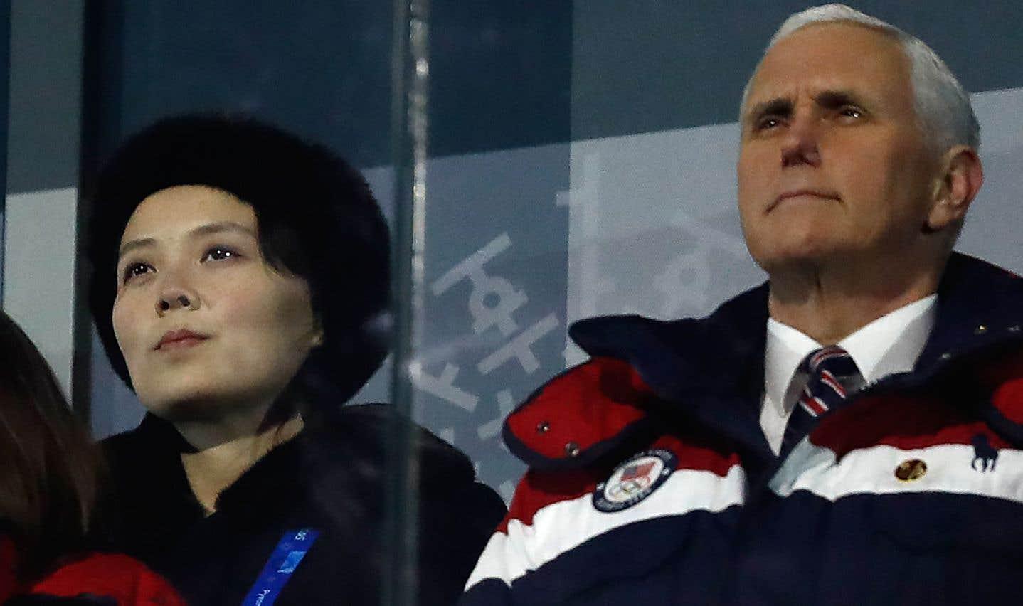 Le vice-président américain, Mike Pence, et Kim Yo Jong, la sœur de Kim Jong Un, lors de la cérémonie d'ouverture des Jeux olympiques d'hiver de 2018 à Pyeongchang.
