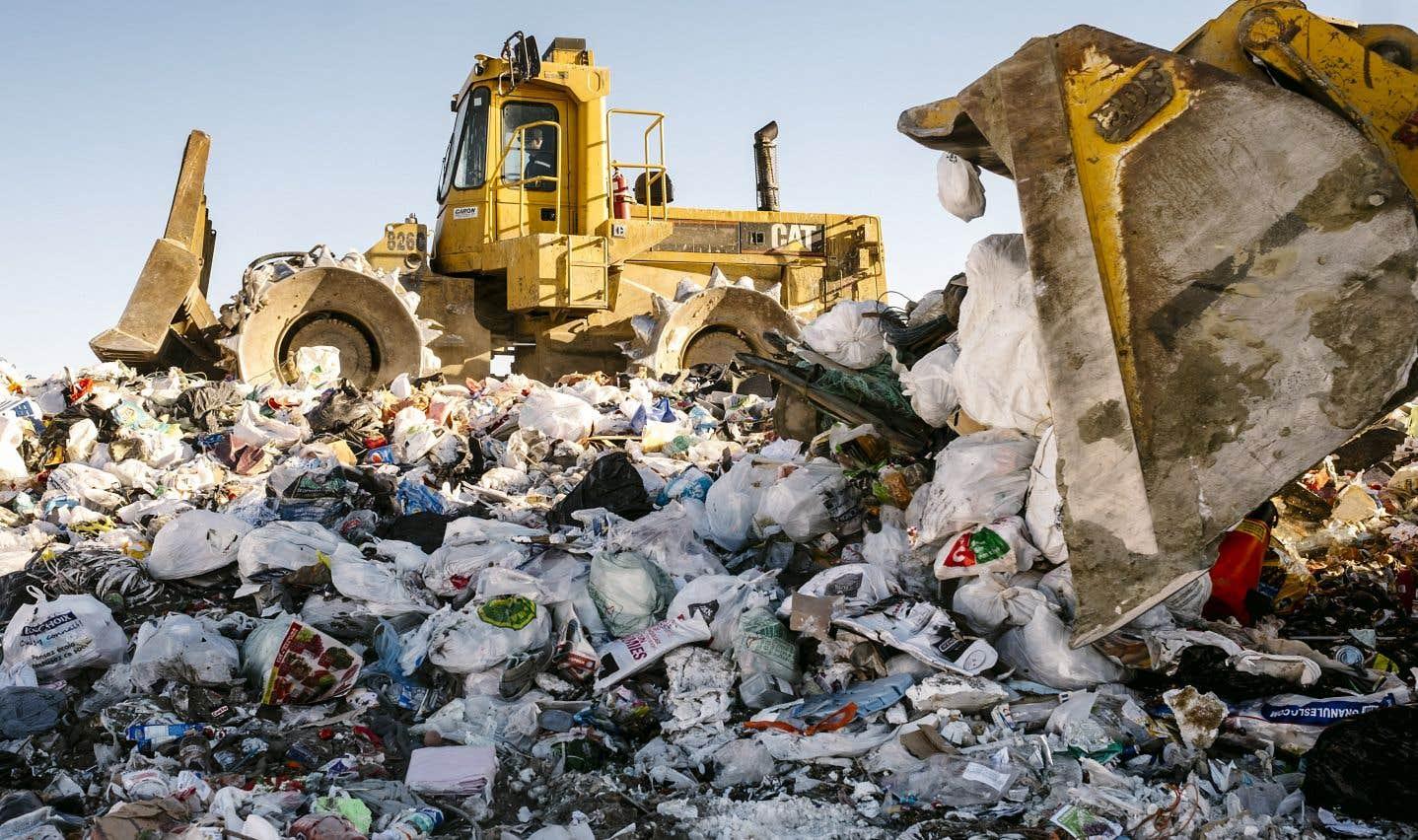 L'économie circulaire permet de diminuer la quantité de déchets qui finissent dans des sites d'enfouissement.