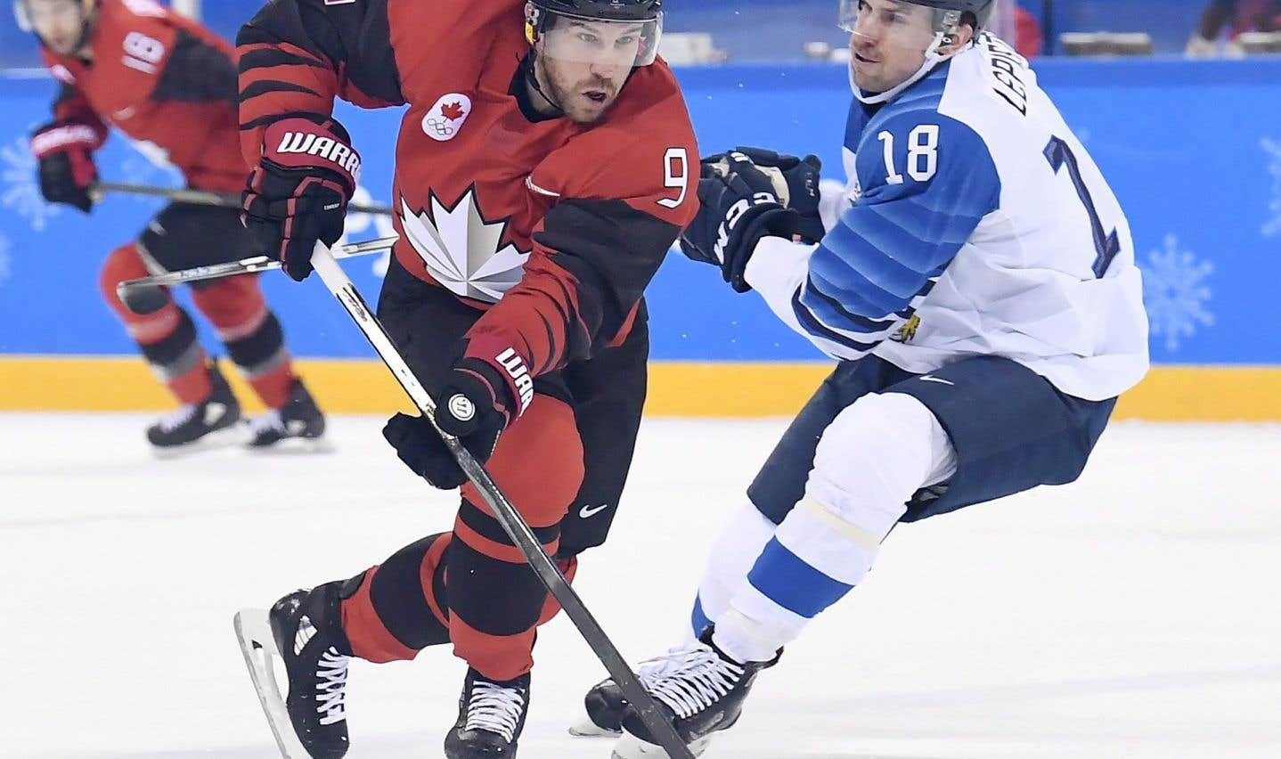 L'attaquant Derek Roy a tenté de déjouer le Finlandais Sami Lepisto en première période, mercredi.