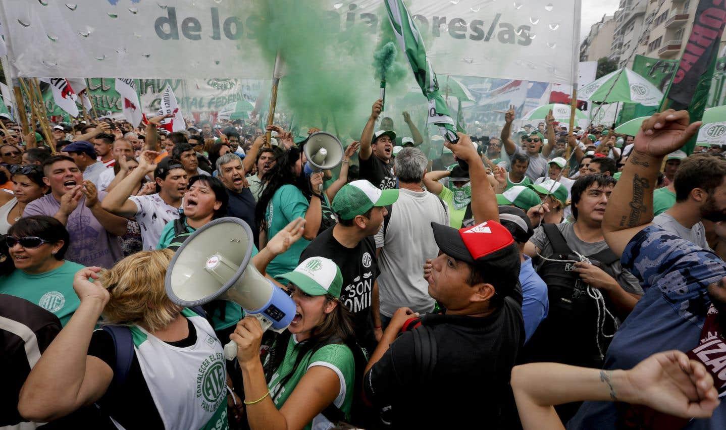 Les manifestants ont protesté contre les réformes économiques du président de centre droit Mauricio Macri.