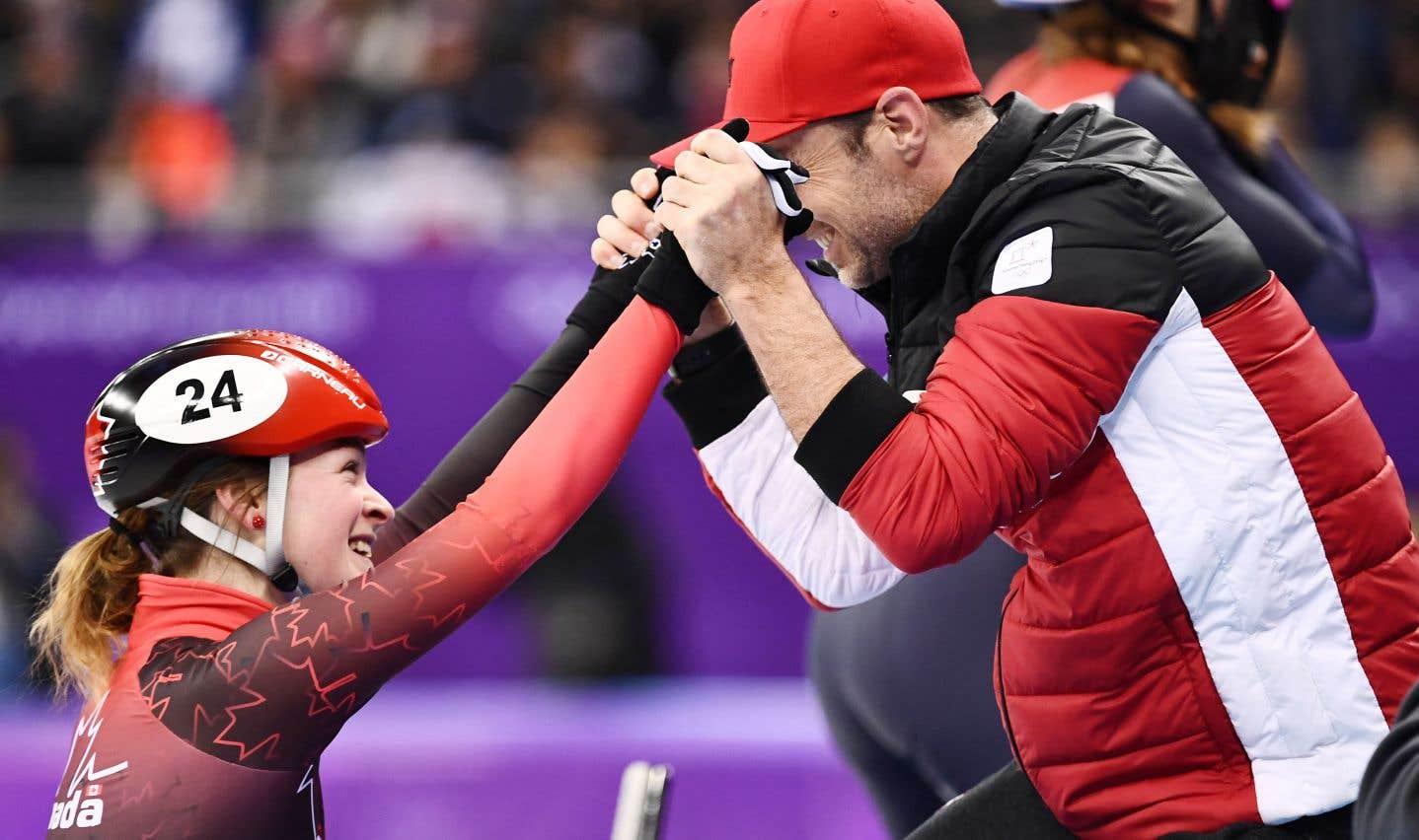 La patineuse Kim Boutin a sauté dans les bras de son entraîneur Frédéric Blackburn après avoir décroché sa troisième médaille olympique, jeudi.