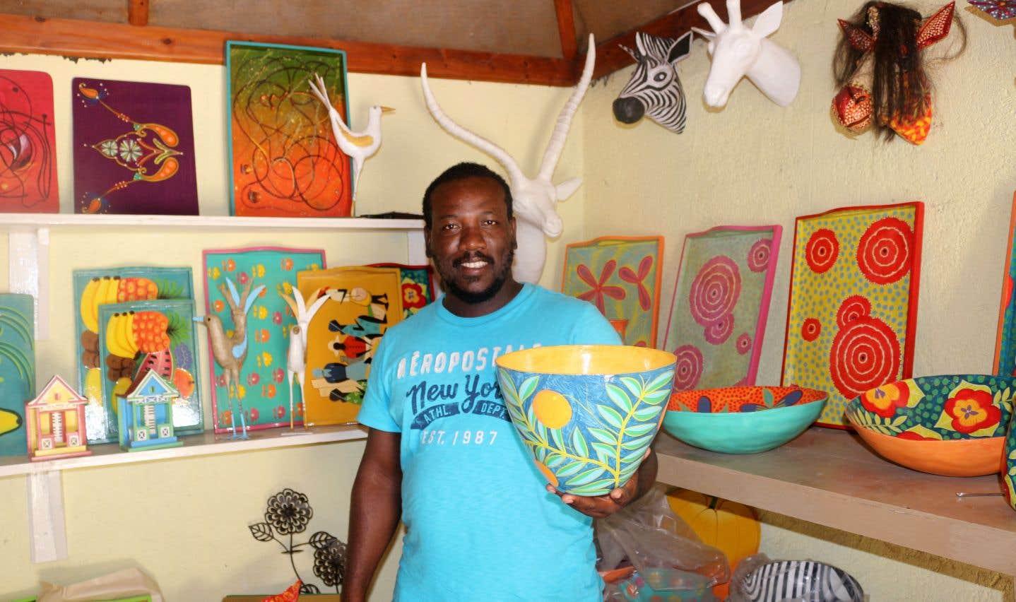 Jacmel est reconnue comme étant le bastion du papier mâché. La rue Saint-Anne est l'une des plus réputées pour cet art qui fait vivre ses habitants depuis des générations, dont Émilien Blaise.