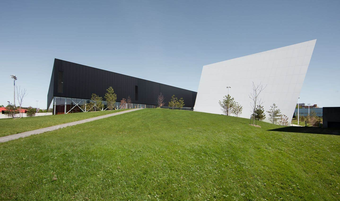 Le complexe sportif de Saint-Laurent (Québec), Saucier+Perrotte Architectes et HCMA