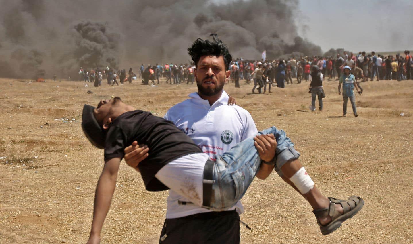 De violents affrontements entre manifestants palestiniens et soldats israéliens ont fait lundi 37 morts et des centaines de blessés.