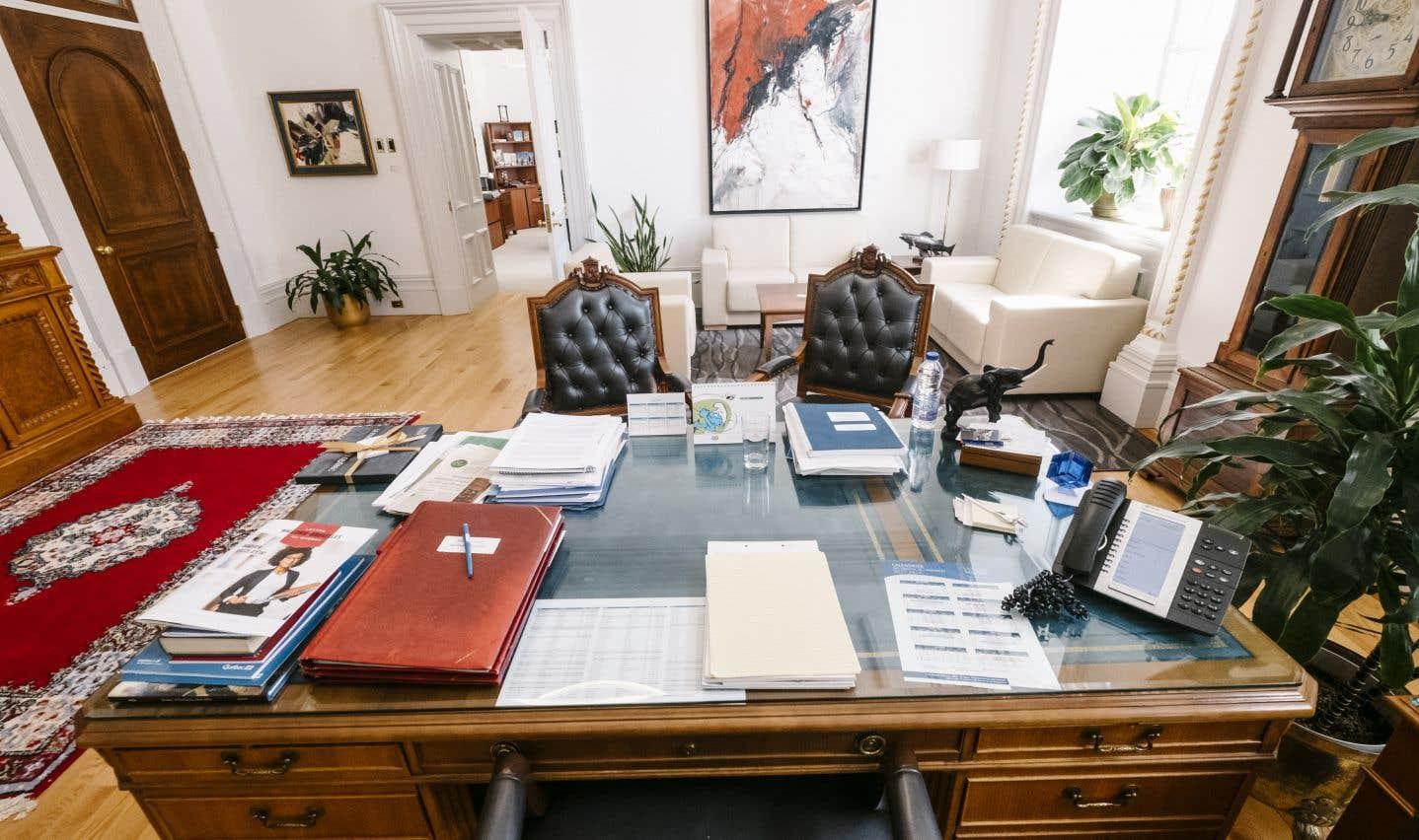Le bureau du président de l'Assemblée nationale, à l'hôtel du Parlement, jouxte des appartements privés qui, à l'époque où Claude Vaillancourt occupait l'illustre fonction, servaient réellement de logis.