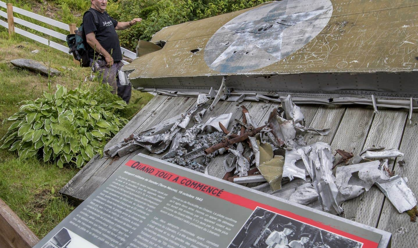 Les visiteurs qui se rendent au sommet de la montagne Noire peuvent en apprendre plus sur l'histoire de l'écrasement du Liberator.