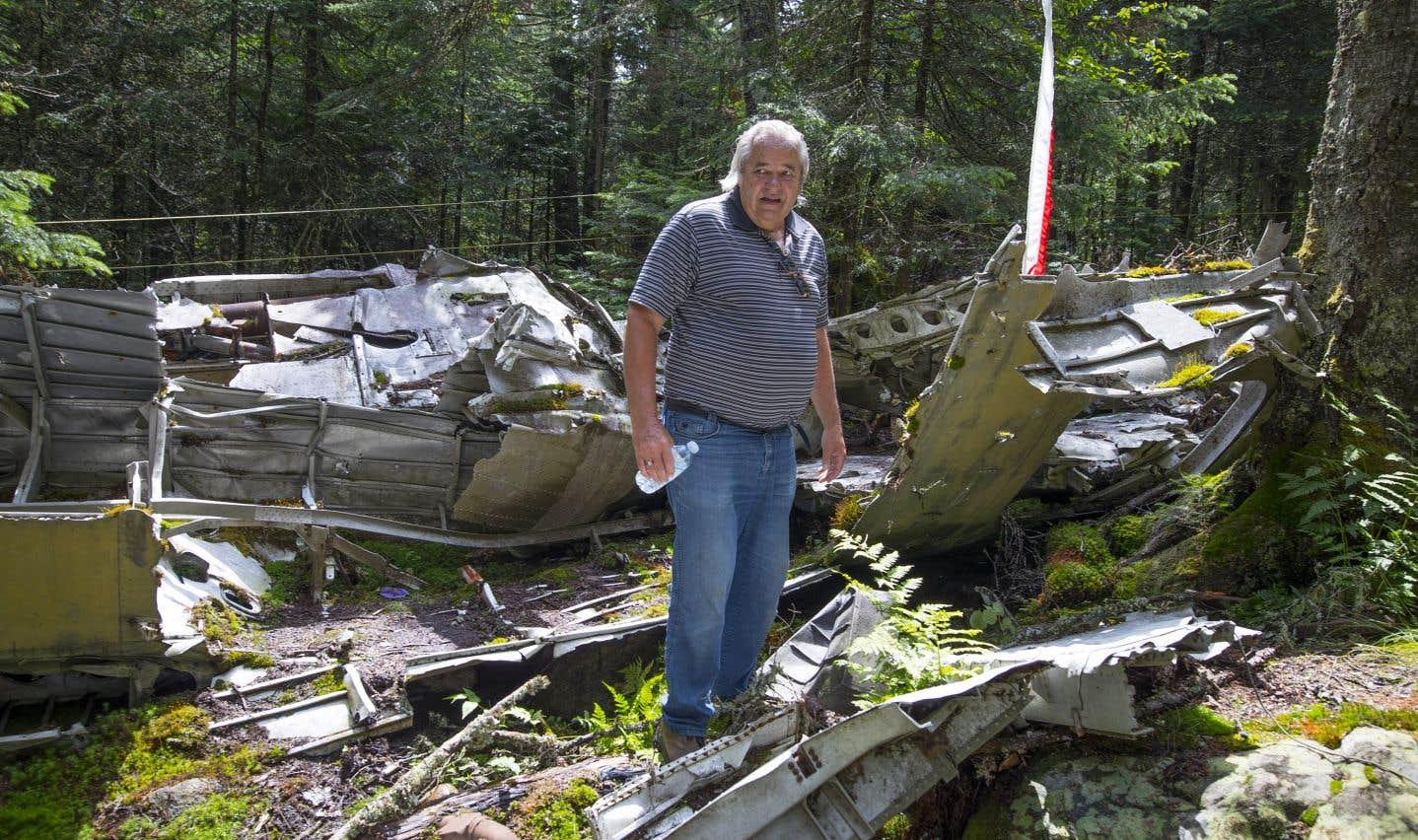 André Lapointe creusait un drain sur le site de l'écrasement lorsqu'il a retrouvé l'altimètre de l'avion, il y a environ un an.