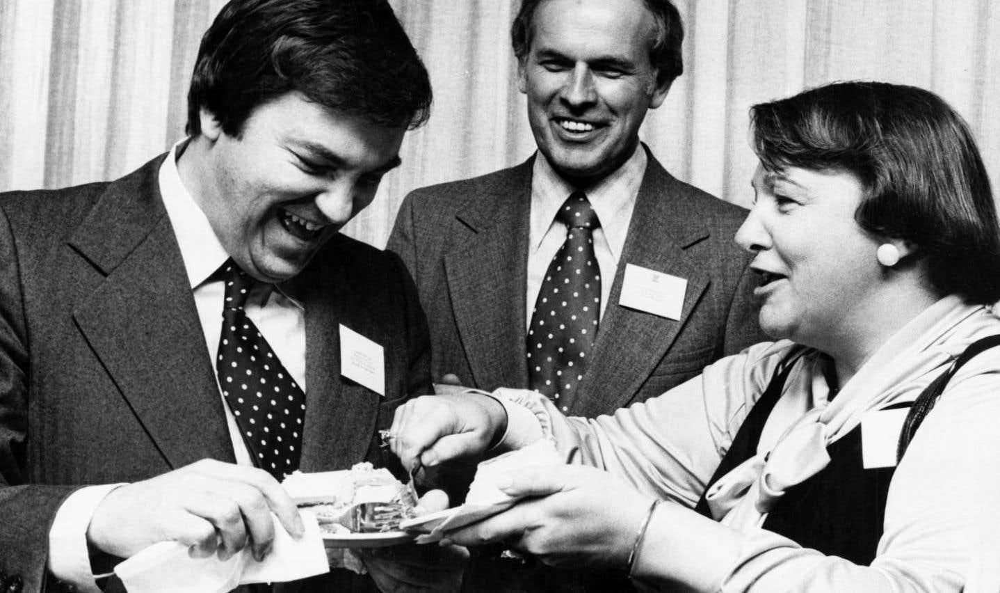 Lise Payette en compagnie notamment d'André Ouellet (à gauche), en novembre 1977.