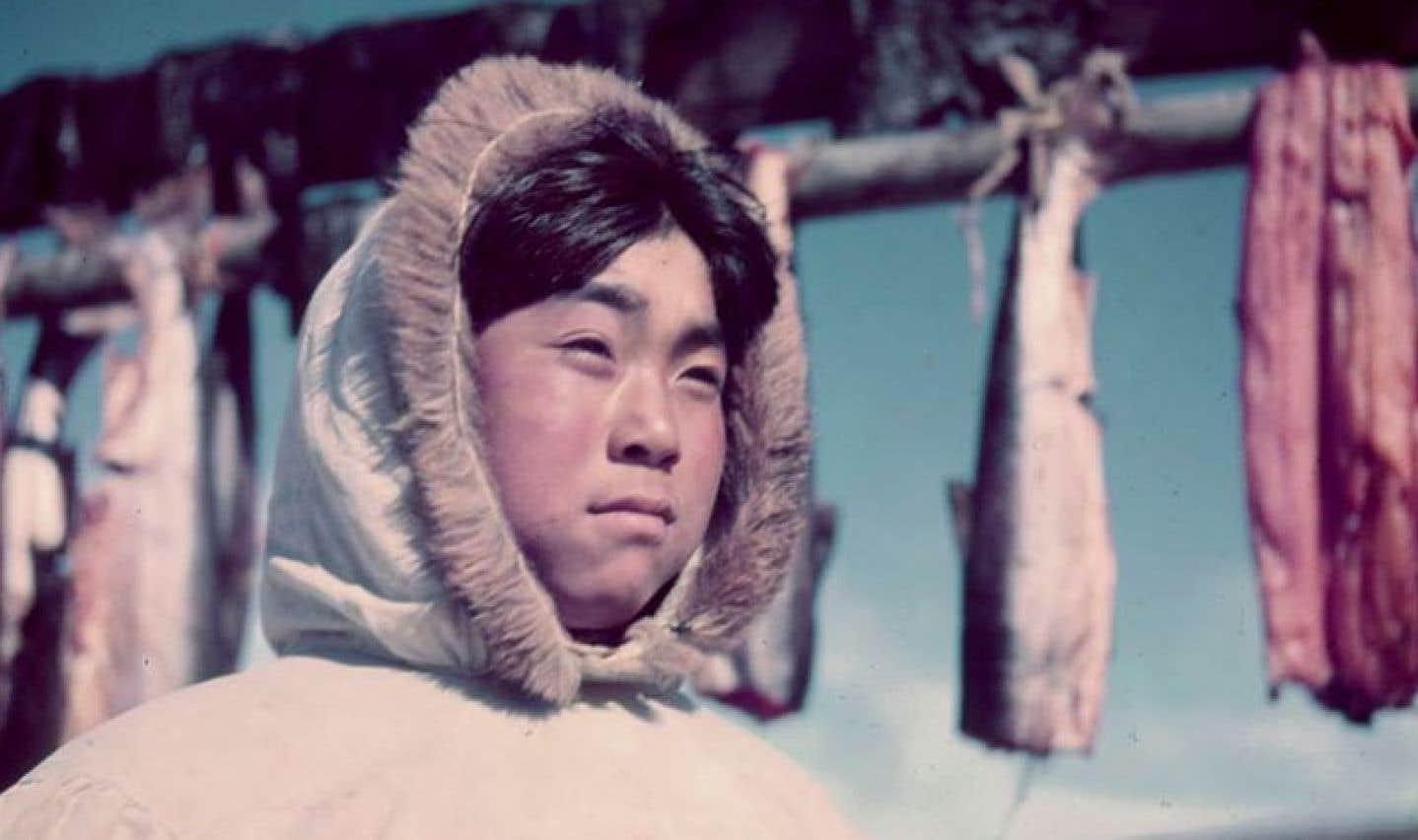 Jeune garçon, Ivujivik, Québec, juillet 1951. Ce dernier n'a pas encore été identifié.