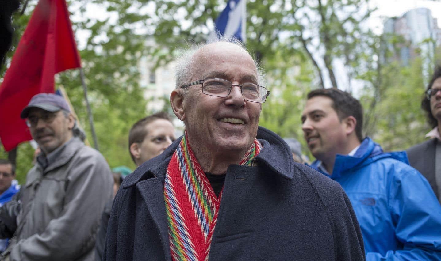 En 2017, lors de la Journée nationale des patriotes, un Bernard Landry amaigri, sa ceinture fléchée autour du cou, prend le porte-voix. «Il n'y a pas d'autre destin pour le Québec que celui d'être indépendant, lance-t-il du promontoire où il a grimpé. Je l'ai dit souvent et je le redis, surtout cette semaine: la patrie avant les partis.»