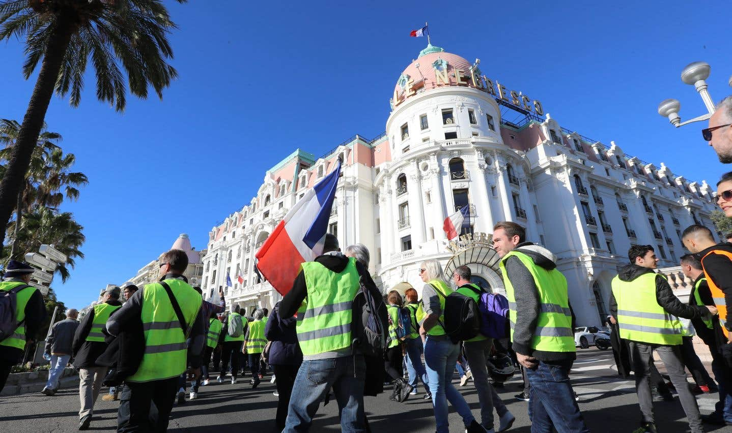 À Nice, les manifestants ont marché devant l'hôtel Negresco, sur la Promenade des Anglais.