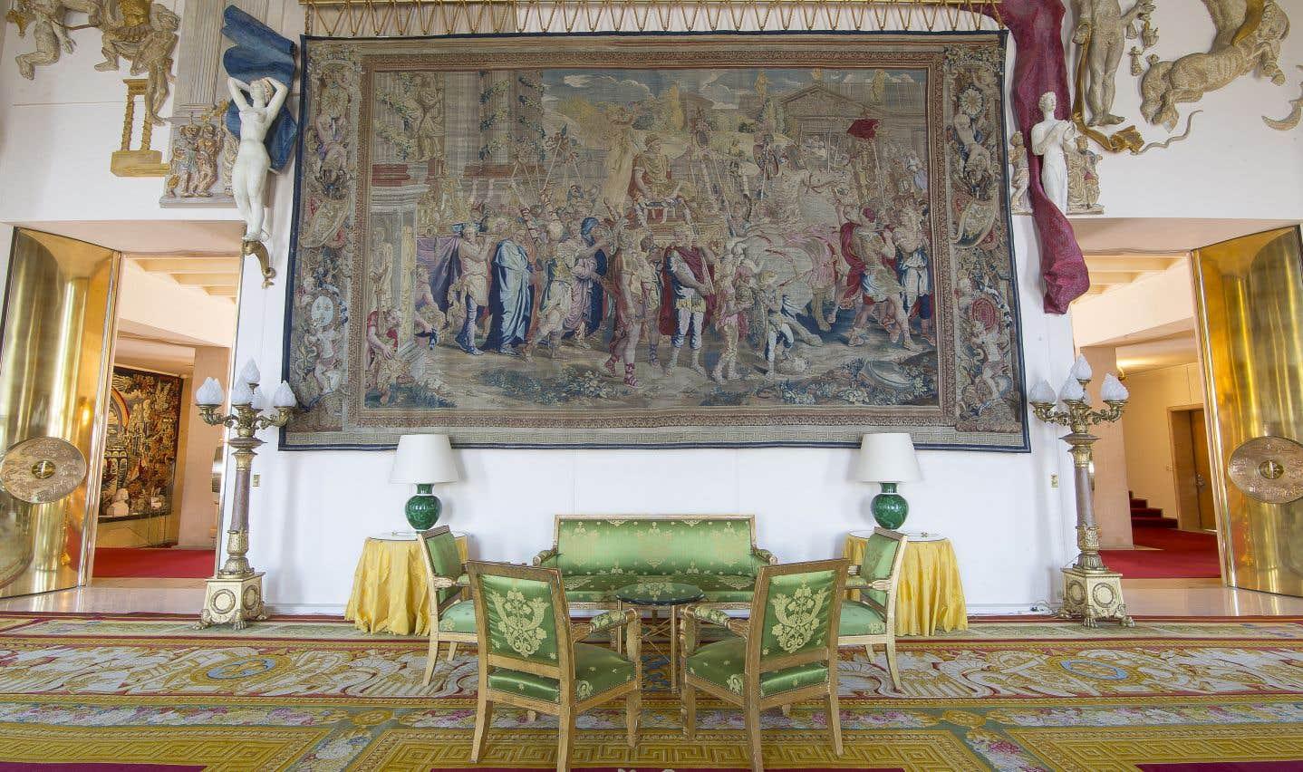 Quatre-vingts ans et quelques restaurations plus tard, l'ambassade demeure l'un des joyaux du réseau diplomatique français.