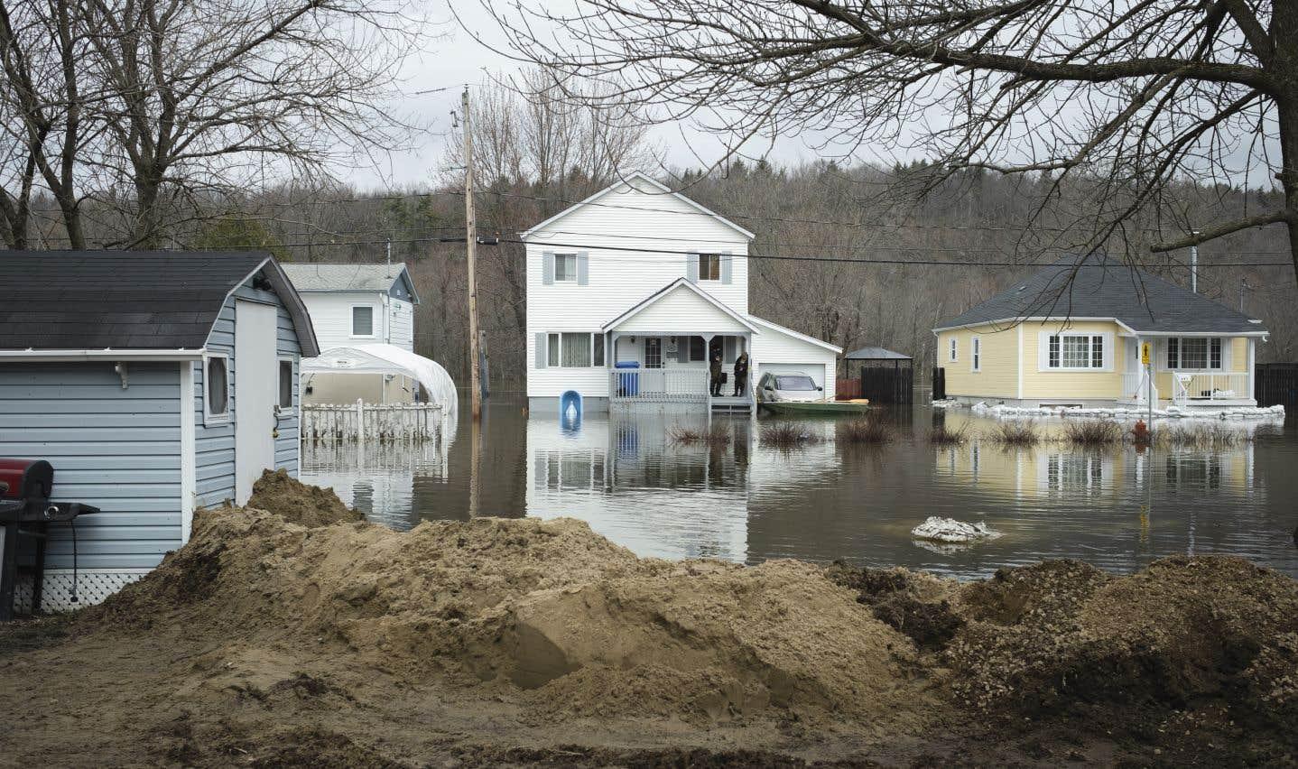 Dans la municipalité de Lachute, 85 résidences étaient inondées jeudi, dont 55 se trouvaient isolées.