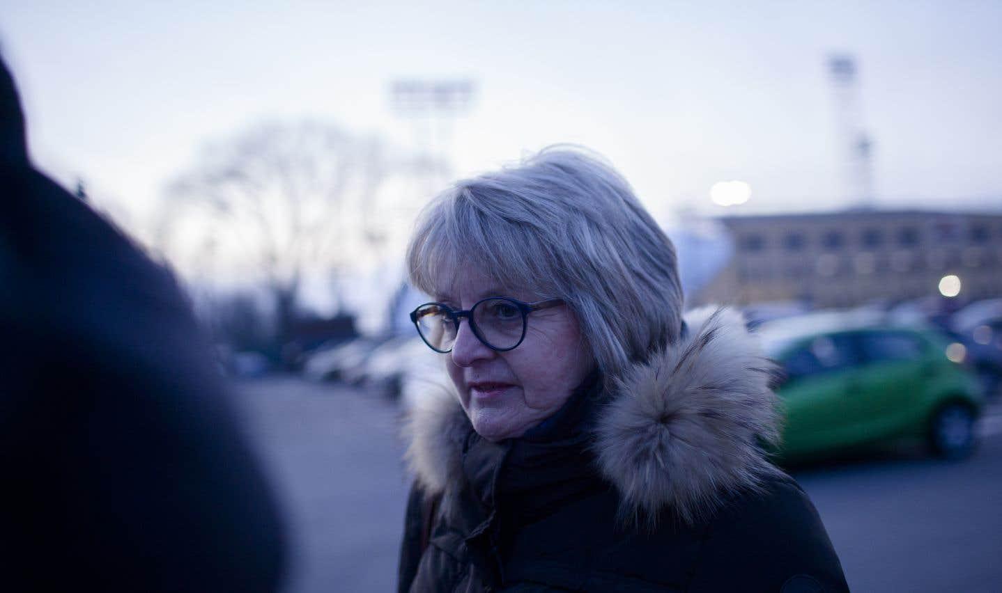 L'ex-employée du «Soleil» Diane Fortin, 65 ans, ravale ses larmes. «Je suis ben émotive quand je te parle de ça, je trouve ça effrayant. C'est de l'argent que tu as mis en banque. L'employeur s'est pris des congés de cotisation à la planche en plus!», dit-elle. L'inquiétude ronge Diane Fortin, qui ne dort pas bien depuis qu'elle sait qu'elle risque de perdre le tiers de ses rentes. «Je ne me vois pas dire à mes enfants: vous n'aurez pas de cadeaux à Noël. On ne va déjà pas au restaurant», dit-elle.
