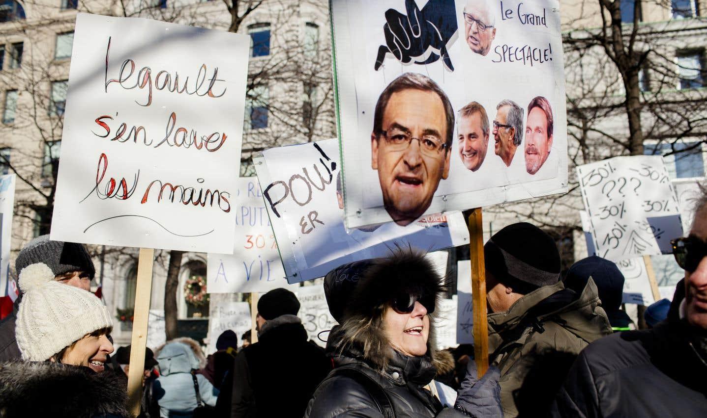 Les retraités en veulent à Martin Cauchon et à Power Corporation (autrefois propriétaire de leurs journaux), mais aussi au premier ministre François Legault, qu'ils somment d'agir pour les aider.
