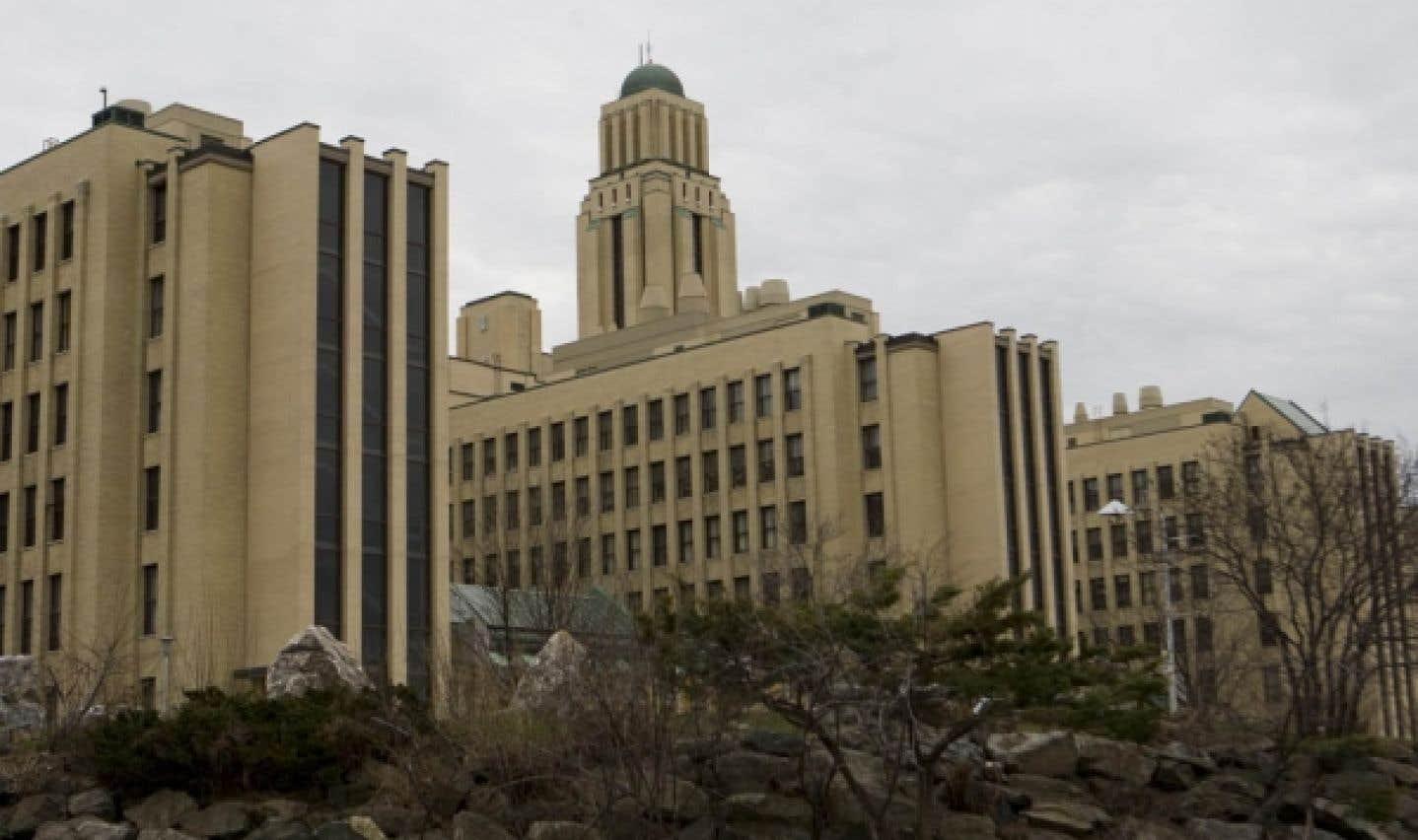 Le pavillon principal de l'Université de Montréal