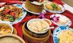 Rien n'est vraiment moche ni vraiment intime au restaurant Chez Chine de l'hôtel Holiday Inn à Montréal, où l'on vient tant pour prendre le petit-déj' ou un repas d'affaires que pour un repas de noces.