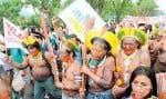 Comme des milliers d'autres personnes, des membres de la tribu brésilienne Kayapos ont manifesté hier dans les rues de Rio pour dénoncer le « capitalisme vert » que l'ONU proposerait sous la dictée des multinationales.