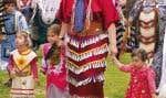 Le pow-wow de la communauté de Kitigan Zibi, en Outaouais, se tient la première fin de semaine de juin. À l'instar du manuel scolaire et du CD, cette fête annuelle s'inscrit dans la volonté des Algonquins de se réapproprier leur culture.