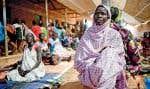 Des femmes attendent pour une consultation dans une clinique de maternité du Soudan.