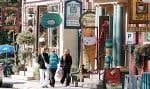 North Hatley, dans les Cantons de l'Est, fait partie des municipalités qui avaient obtenu un statut bilingue leur permettant d'offrir des services en anglais, mais dont la majorité des habitants ne sont plus de langue maternelle anglaise.