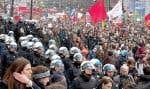 La marche a été pacifique au début, mais le ton a changé lorsque les policiers ont chargé la foule après avoir reçu des projectiles.