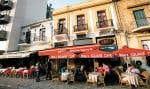 Les clients n'ont pas encore déserté les terrasses des restaurants à Nicosie, capitale de Chypre. Mais les restaurateurs feront sans doute de moins bonnes affaires au cours des prochaines années en raison du plan de rigueur que doit s'imposer le pays pour obtenir le soutien financier international.