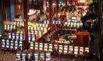 Le casino de Hull.Sans tambour ni trompette, le Conseil des ministres a adopté un décret le 19 juin dernier visant à modifier la Loi sur les loteries, qui empêchait Loto-Québec de servir de l'alcool aux tables de jeu.