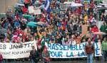 Les « Janette », dont Julie Snyder et Martine Desjardins, ont marché par milliers samedi pour appuyer le gouvernement Marois.