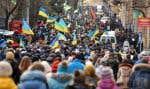 Des milliers d'Ukrainiens ont manifesté lundi à Lviv.