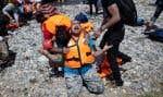 Plus de 15000 réfugiés se pressent sur l'île de Lesbos, en Grèce, alors que près de 2600 nouveaux arrivants ont atteint l'île durant le week-end.