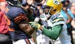 Matt Forte, des Bears, est incapable de retenir le ballon devant la ténacité de Damarious Randal des Packers.