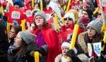 Des milliers de personnes avaient manifesté dimanche dernier, à Montréal,pour demander au gouvernement de revenir sur sa décision d'amputer les budgets des CPE.