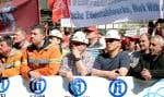 Environ 45000 travailleurs de l'acier manifestaient à Duisbourg, en Allemagne, leur inquiétude quant à la survie de leur industrie.
