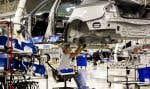 Les ventes de véhicules automobiles ont reculé de 4,2% à 5,6milliards, tandis que celles des pièces de véhicules ont cédé 2,3% en raison d'interruptions dans l'approvisionnement à la suite d'un séisme survenu en avril, dans le sud du Japon.