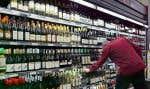 Au Québec, quelque 8000 supermarchés offrent des vins québécois sans transiter par la SAQ.