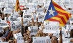 À Barcelone, plusieurs centaines de milliers de personnes convoquées à l'origine samedi pour réclamer la libération de deux leaders indépendantistes emprisonnés pour sédition, ont crié «liberté» et «indépendance» à la suite de décision de Madrid.