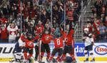 Les hockeyeuses canadiennes à l'issue d'une partie remportée contre les Américaines