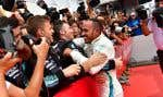 Le pilote britannique Lewis Hamilton célèbre sa victoire au Grand Prix d'Allemagne.