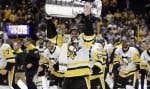 Sidney Crosbya remporté la coupe à trois reprises depuis qu'il a été nommé capitaine des Penguins à l'âge de 20ans.