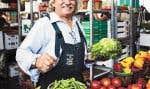 Installé à la même adresse depuis 1989, Lino Birri vend une centaine de variétés de fruits, de légumes et d'herbes fraîches l'été, et une vingtaine l'hiver.