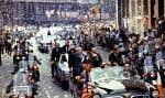 L'équipage d'«Apollo 11» lors d'un défilé dans les rues de New York après son retour sur la Terre, à l'été 1969. Dans la première voiture, de gauche à droite, les astronautes Edwin «Buzz» Aldrin, Michael Collins et Neil Armstrong.