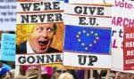 Pendant que le Parlement débattait de l'accord, des dizaines de milliers de manifestants ont réclamé dans le centre de Londres la tenue d'un second référendum, seul moyen selon eux de résoudre la crise.