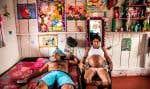 Pour sa série «(Re)naître», la photographe Catalina Martin-Chico a rencontré Yorladis et son compagnon, qui vivent dans une maison du camp de Colinas, en Colombie. Ils se sont rencontrés peu de temps avant que la paix soit déclarée. Lui venait de passer deux ans en prison.