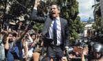 Porté par ses partisans, Juan Guaidó s'est rendu au Parlement, mardi, pour en revendiquer la présidence.