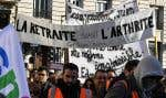 Reste à savoir si ce compromis suffira à mettre fin au mouvement de grève. Les syndicats à la pointe des protestations réclamaient pour leur part le retrait pur et simple du projet de réforme des retraites.
