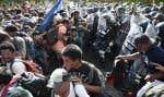 Environ 500 migrants ont déjà tenté lundi de forcer le passage en traversant le Suchiate, un fleuve entre le Guatemala et le Mexique, mais ils avaient été repoussés par les forces de sécurité mexicaines déployées en nombre.
