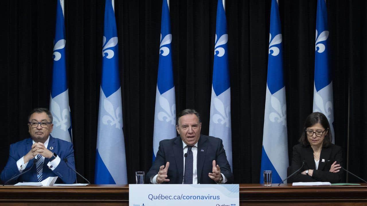 Le directeur national de la Santé publique, Horacio Arruda, le premier ministre François Legault et la ministre de la Santé Danielle McCann