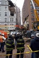 Les chiens renifleurs et les secouristes ont travaillé toute la nuit et n'ont entendu aucun bruit en provenance des débris.